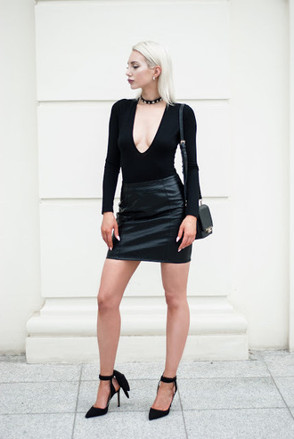 blogger skirt bag shoes mini skirt leather skirt black top long sleeves plunge v neck black bag black heels all black everything