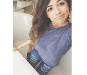 jeans,bethany mota,usa,fashion,celebrity style steal,t-shirt,ripped,denim,shirt,clothes\