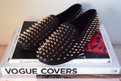 shoes,studded loafers
