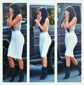 skirt,kylie jenner,midi skirt,top,shirt,crop tops,white skirt,crop,boots,pencil skirt,white,grey sweater,kyle jenner white skirtt,white long skirt,shoes,kylie jenner white skirt,kylie jenner skirt,kylie jenner jewelry,kylie jenner dress,style,celebrity,fashion,summer,instagram