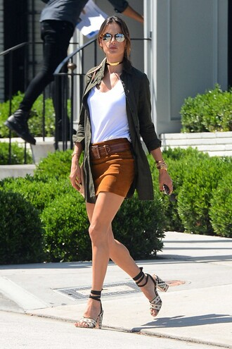 shirt spring outfits mini skirt sandals alessandra ambrosio model off-duty shirt dress shoes white top thick heel black jacket suede skirt round sunglasses