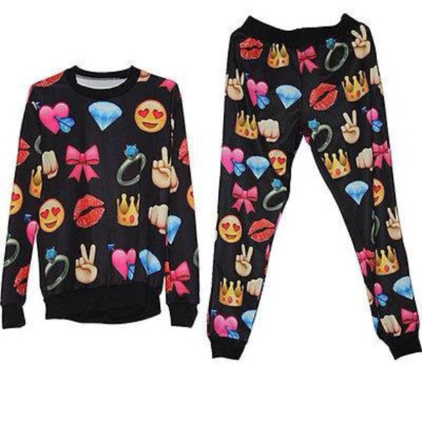 shorts pants sweater emoji print