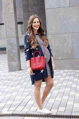 fabesfashion blogger dress cardigan make-up shoes bag maternity spring outfits red bag sneakers stars striped dress