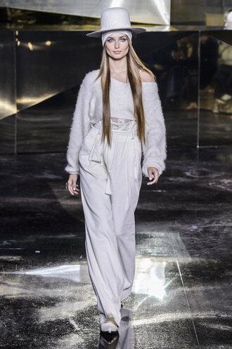 sweater crop tops pants wide-leg pants hat runway model fashion week 2016 paris fashion week 2016 h&m