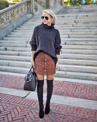 sweater tumblr knit knitwear knitted sweater skirt mini skirt button up skirt boots black boots over the knee boots over the knee sunglasses