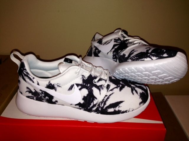 nike roshe run print white