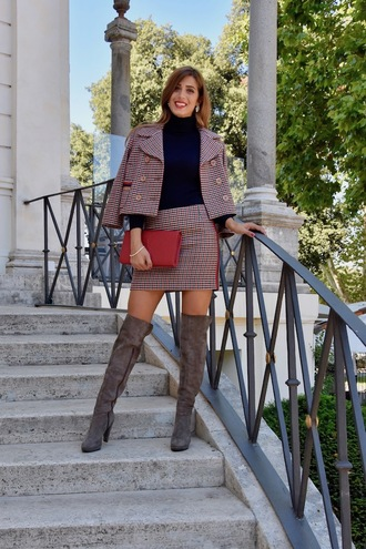 cosamimetto blogger skirt sweater jacket jewels bag red bag clutch mini skirt boots over the knee boots fall outfits