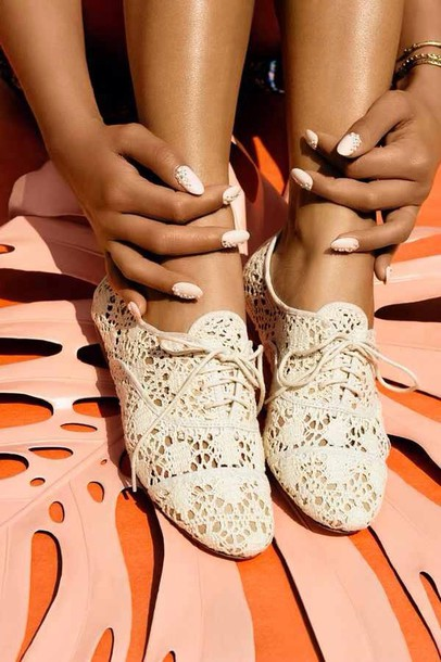 shoes white shoes beige shoes beige shoe white beige lacy