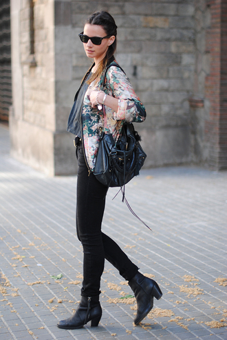 fashion vibe jacket bag shoes jewels jeans t-shirt sunglasses