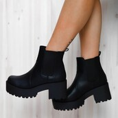 shoes,peppermayo,leather boots,eamon,boots,black boots,lipstik
