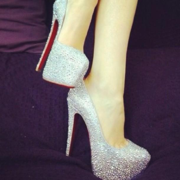 99px.ru аватар Девушка в голубых туфлях. Каталог фото. Как найти аватар. Гламурные туфли в стразах Сваровски купить