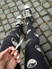 pants,clothes,yin yang,black,tumblr,converse,leggings,ying yang leggings,cute leggings,black and white,really cute