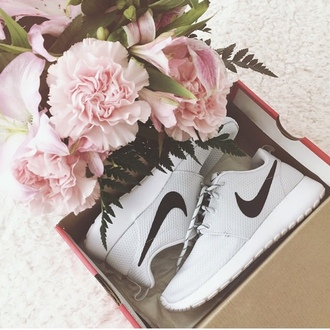 shoes nike nike roshe run white shoes black