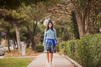 the bow-tie blogger sweater skirt hat bag