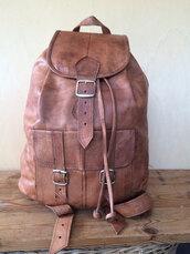 bag,scandalo al sole,brown leather backpack,leather backpack men,leather backpack,backpack,leather rucksack,hipster,hipster menswear,tan backpack,distressed bag,aged leather bag