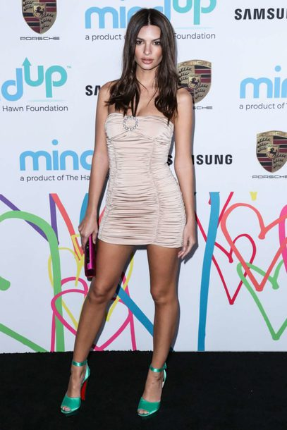 dress mini dress emily ratajkowski sandals bodycon dress model off-duty