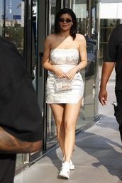 dress,white,white dress,backless,kylie jenner,kardashians,sneakers,mini dress,celebrity,purse