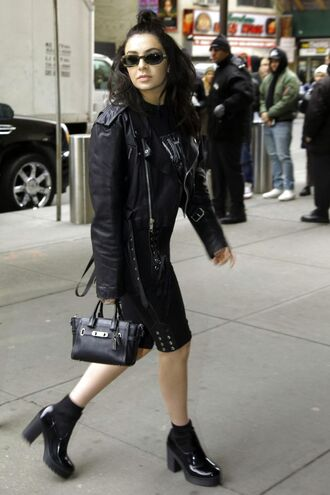 bag charli xcx celebrity singer shorts black shorts top black top jacket black leather jacket leather jacket black jacket boots black boots black bag handbag sunglasses all black everything
