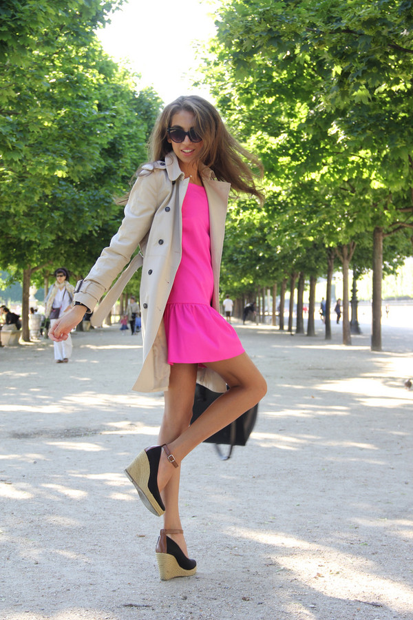 cool girl style coat dress shoes sunglasses bag jewels
