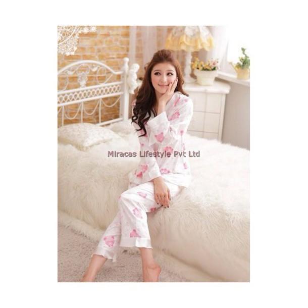 pajamas white and pink