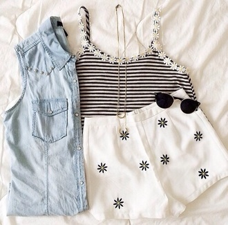 tank top daisy daisy top black stripes striped shirt white top style fashion tumblr girly summer outfits summer outfit shorts jeans necklace sunglasses ray ban sunglasses rayban flowers daisy fashion cute pretty perfect adorable black white stripes daisy sunflower thin strapped jacket blouse jewels shirt shoes