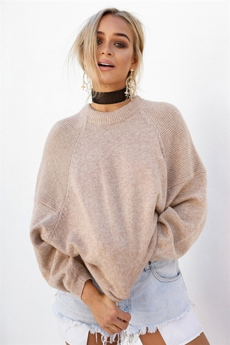 sweater beige sweater sabo skirt black choker distressed denim shorts oversized sweater summer jewels jewelry necklace choker necklace absolutemarket