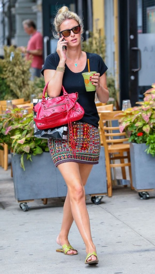 skirt shoes bag nicky hilton aztec summer outfits black t-shirt flip-flops