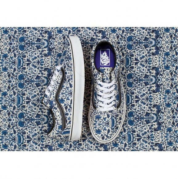 shoes vans vans of the wall shoes vans vans floral blue vans blue shoes white shoes blue and white blue and white shoes