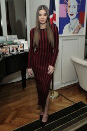 dress,striped dress,stripes,slit dress,pumps,hailee steinfeld,fall dress,long sleeve dress