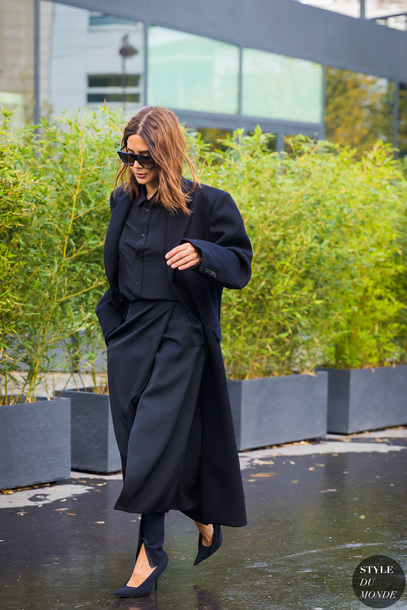 coat tumblr black coat long coat streetstyle skirt midi skirt black skirt pants black pants shoes pumps pointed toe pumps high heel pumps all black everything shirt black shirt