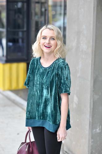 poor little it girl blogger shoes t-shirt green top handbag leggings bag