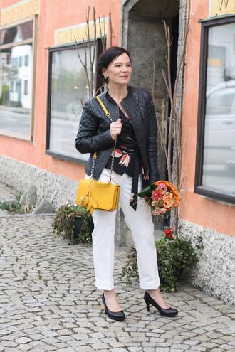 ladyofstyle blogger jacket blouse pants bag shoes