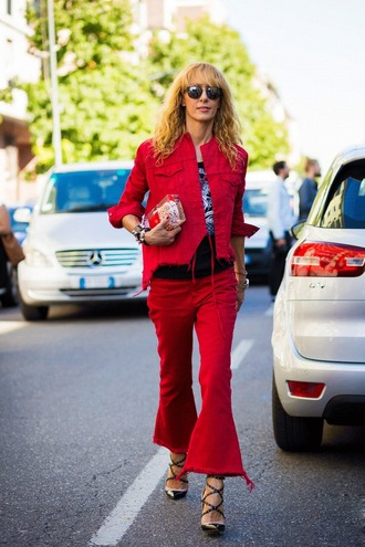 jeans red denim jacket frayed jeans frayed denim red jeans kick flare kick flare jeans denim jacket red jacket sunglasses clutch top black top pumps pointed toe pumps high heel pumps streetstyle