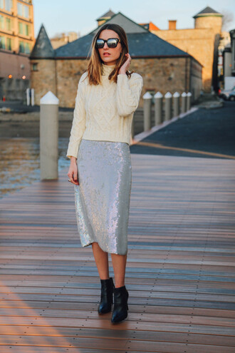 prosecco and plaid blogger sunglasses cable knit knitted sweater silver grey skirt winter outfits