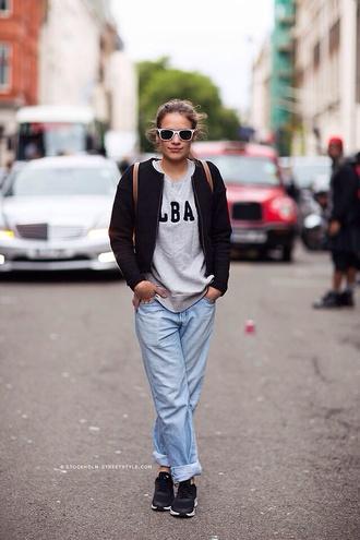 sweater jeans loose fit boyfriend jeans light wash light wash jean urban outfitters streetwear american apparel forever 21 minimalist loose pants