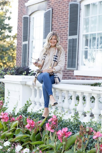 suburban faux-pas blogger sweater sunglasses scarf jeans shoes bag jewels fall outfits beige sweater