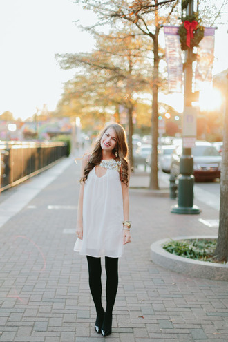 southern curls and pearls blogger dress tights shoes bag jewels make-up