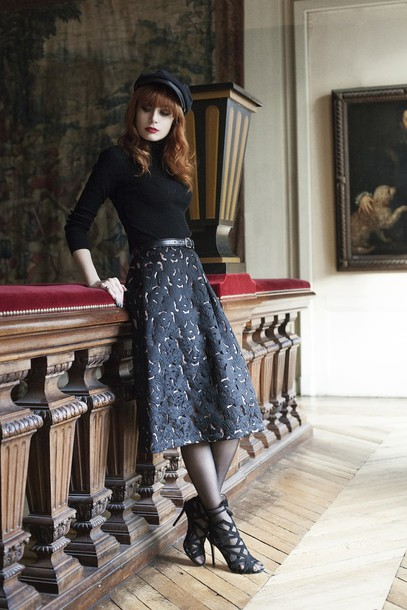 miss pandora blogger black heels fisherman cap midi skirt black sweater sweater skirt belt shoes