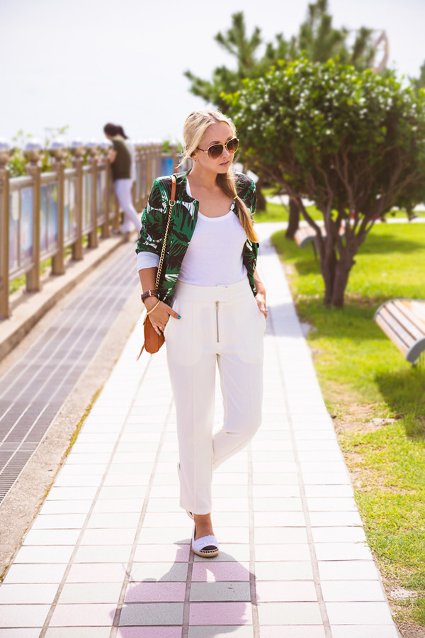 my blonde gal blogger bag jacket jewels shoes sunglasses