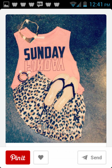 leopard print shorts crop tops flip-flops gold jewelry