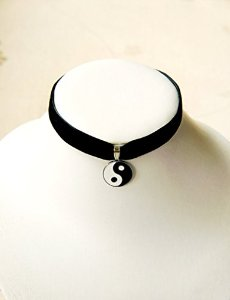 Amazon.com: Vintage 90's Black Velvet Choker Necklace w/ Enamel Yin & Yang (Ying & Yang) Enamel Pendant Hip Mall: Kitchen & Dining