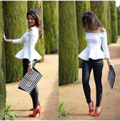 t-shirt,undefined,red high heels,escarpins,white peplum top,black pants,bag,shoes,pants