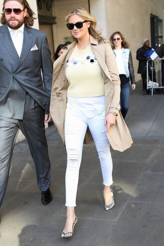 jeans top ripped jeans white jeans kate upton pumps white ripped jeans