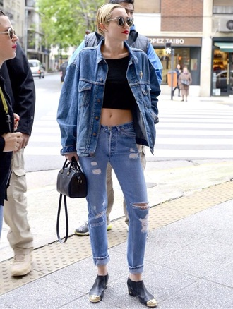 bag jeans tote bag handbag miley cyrus top black top black crop tops denim denim jacket double denim black bag black shoes miley cyrus miley cyrus shirt miley cyrus sweatshirt black crop top denim shirt denim jacket vintage coat ripped jeans denim ripped pants denim ripped jeans studded shoes