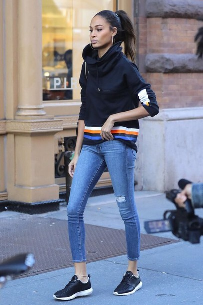 sweater hoodie joan smalls streetstyle model off-duty fall outfits sweatshirt