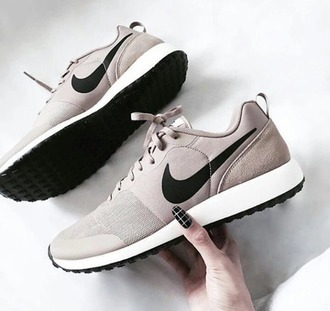 shoes nike nike shoes nike sneakers nike shoes for women nude nude sneakers nike nude air max beige beige shoes chic stylish trendy fashion vibe