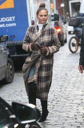 coat,plaid,chrissy teigen,model off-duty,streetstyle,fall outfits