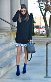 to be bright,blogger,sweater,skirt,shoes,bag,turtleneck sweater,handbag,mini skirt,ankle boots,blue shoes,sock boots