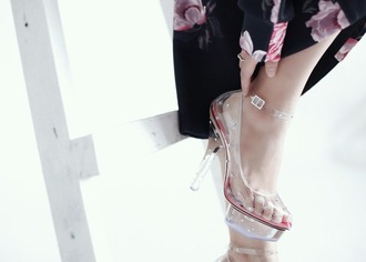 brown platform blogger see through transparent cinderella disney charlotte olympia plastic shoes high heel pumps pumps