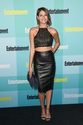 skirt,pencil skirt,leather,leather skirt,willa holland,crop tops,sandals,clutch